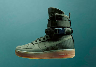 NIKE's SPECIAL FIELD AIR FORCE 1
