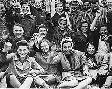 220px-Female_Dachau_Waving