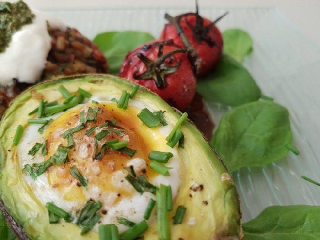 Egg stuffed baked avocado