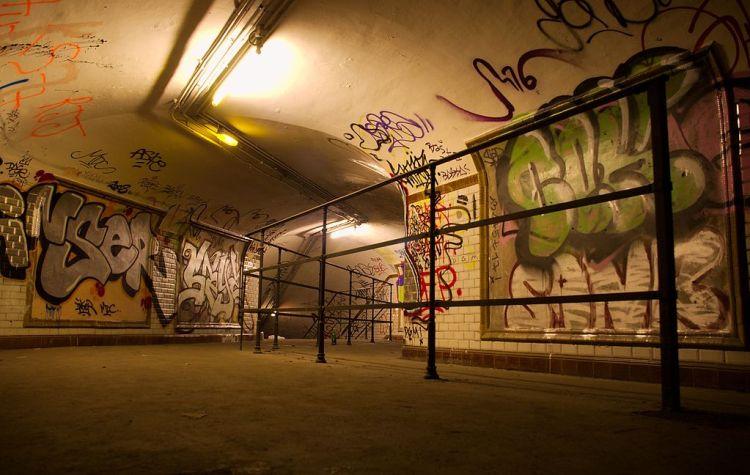 1024px-Subway-Saint-Martin-03