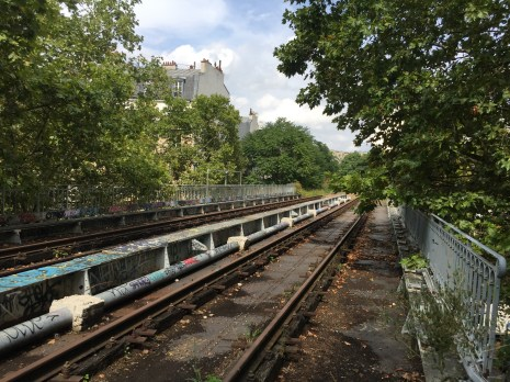 A bridge not far from the Gare de la rue Claude-Decaen station.