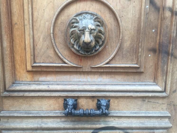 Lion above dog handle below