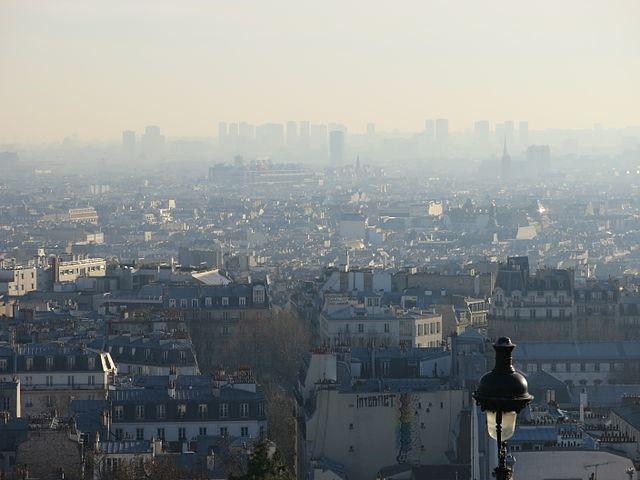 Pollution_event_in_Paris_D161208_-_Paris_from_Montmartre