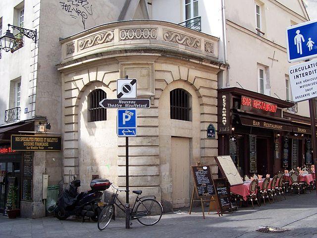 640px-Fontaine_du_Pot-de-Fer.jpeg