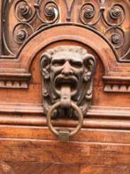 Massive knocker in Toulouse