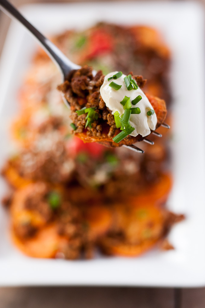 Healthy Nachos Recipe - Layers of healthy sweet potatoes topped with spiced beef and melted cheese this is really yummy! |theeasyhealthyway.com