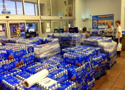 Wal-Mart in Ferguson 2 - Photo from Alex Wroblewski on Twitter