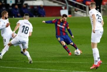 Messi scores twice to equal Xavi's record