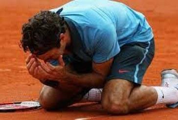 Federer to auction Grand Slam memorabilia