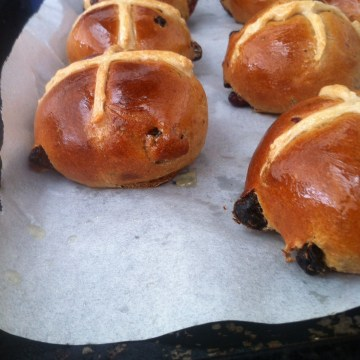 vegan hot cross bun recipe