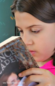 girl reading, Reading skills and travel, www.theeducationaltourist.com