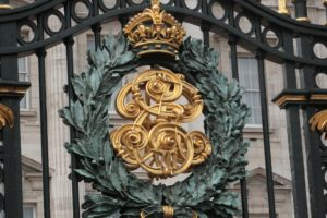 Buckingham Palace gate, Things to See in London, www.theeducationaltourist.com