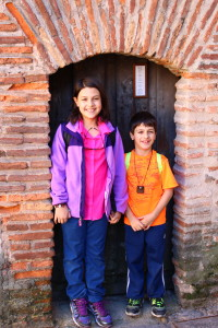Kids in a very small doorway, Traveling with Kids: Top Tips, www.theeducationaltourist.com