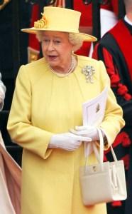 rs_634x1024-131205114431-634.queen-elizabeth-cream-purse