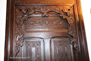 carved wooden door, La Maison Blanche, www.theeducationaltourist.com