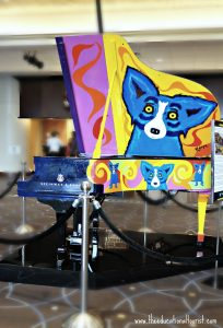 George Rodrigue's blue dog steinway piano in Sheridan Hotel in New Orleans, New Orleans Christmas decorations, www.theeducationaltourist.com