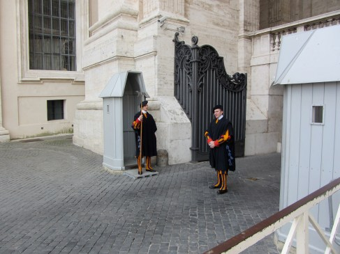swiss guards at the Vatican in Rome, travel guides for kids, www.theeducationaltourist.com