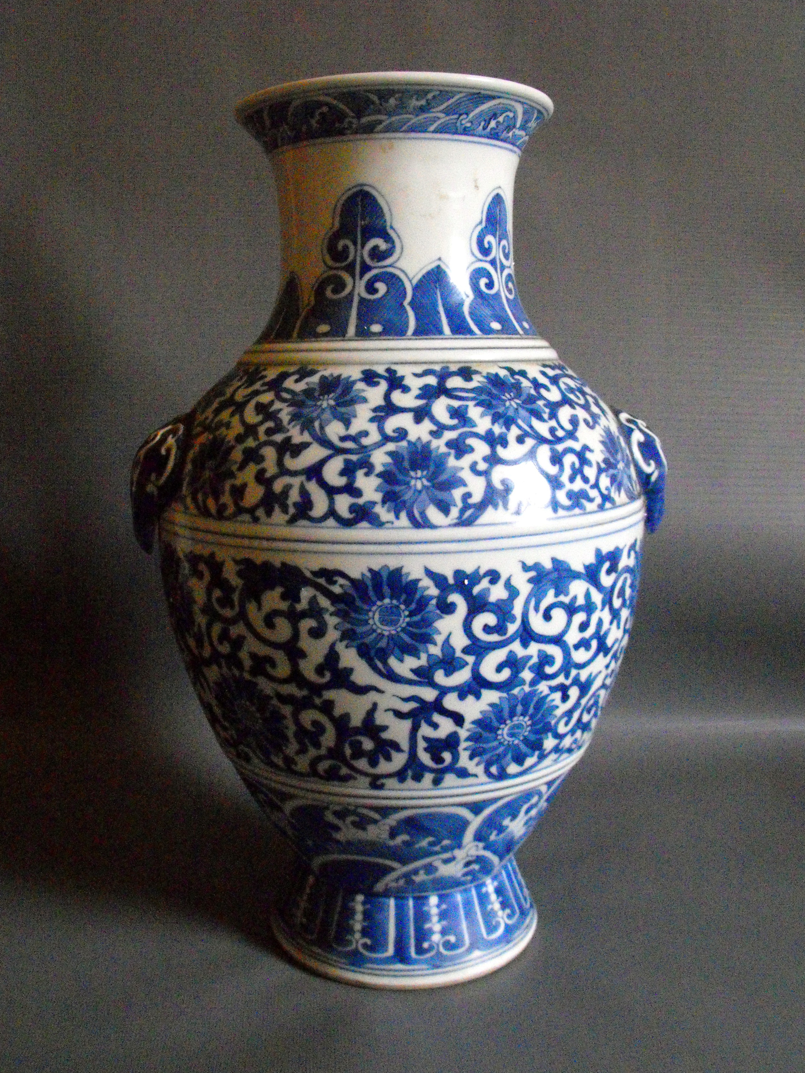 Blue And White Vases Antique