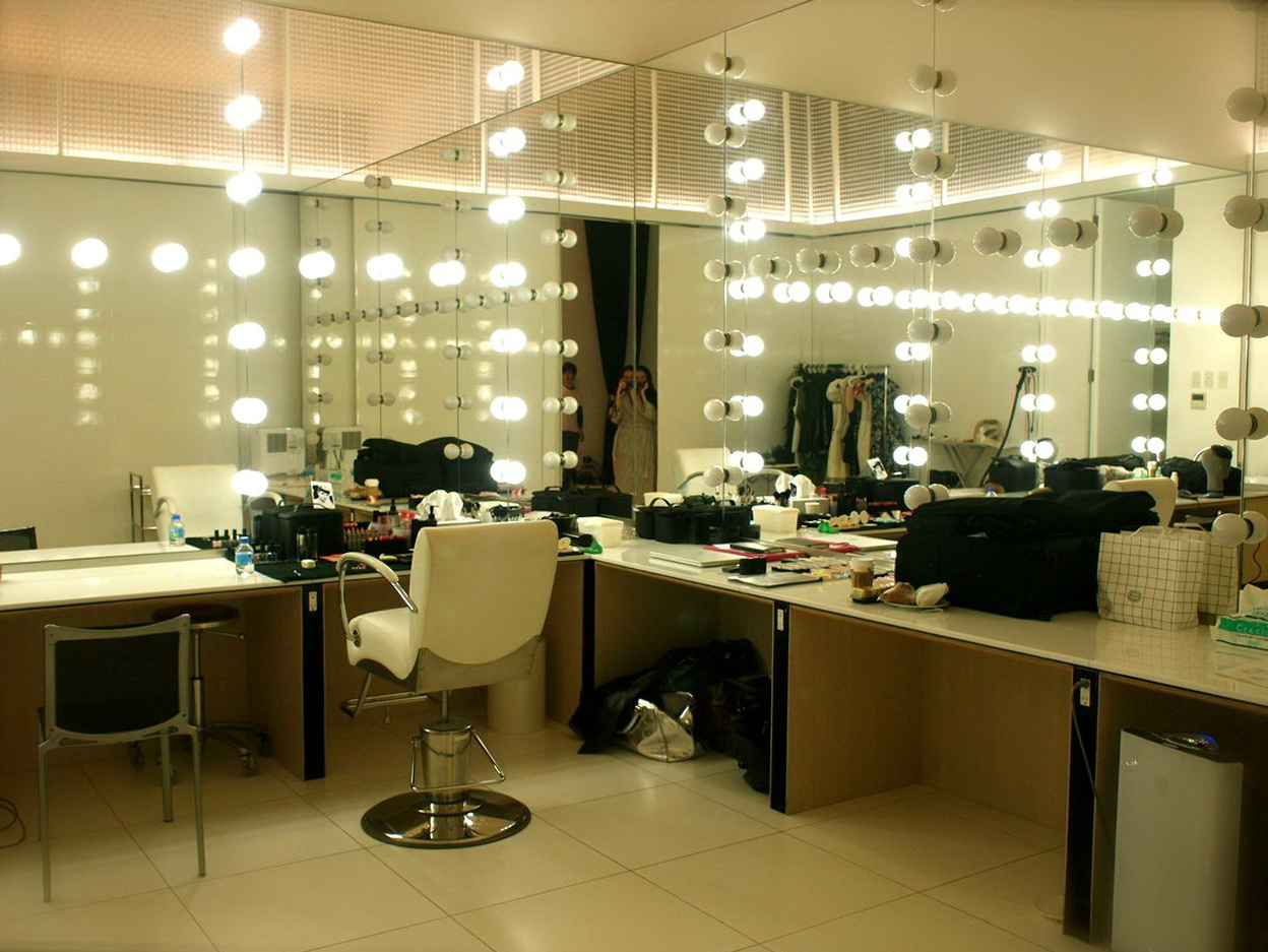 Large Lighted Makeup Mirror