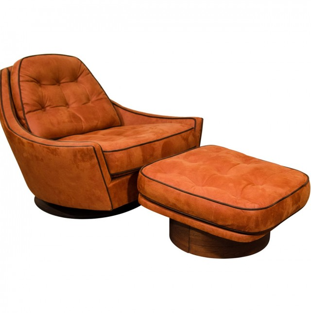 Club Chairs And Ottomans