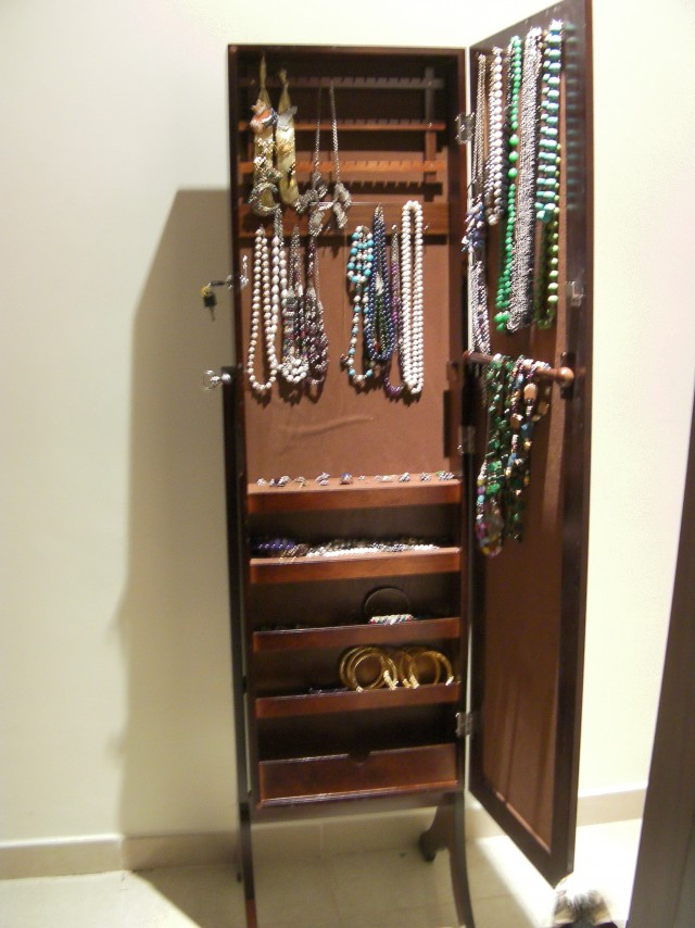Free Standing Mirror With Jewelry Storage
