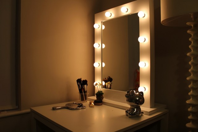 Hollywood Vanity Mirror With Lights For Sale