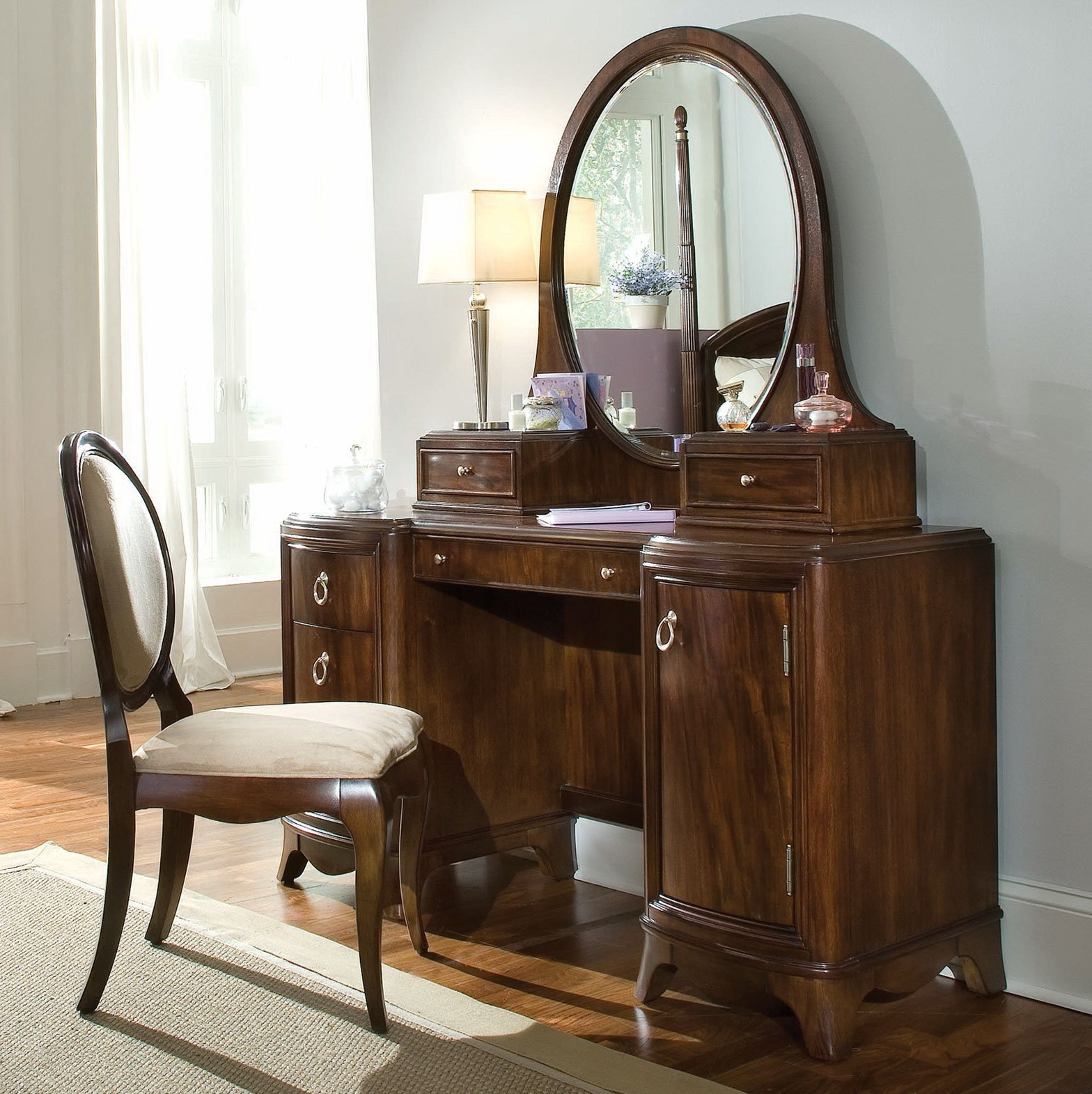 Antique Vanity With Round Mirror