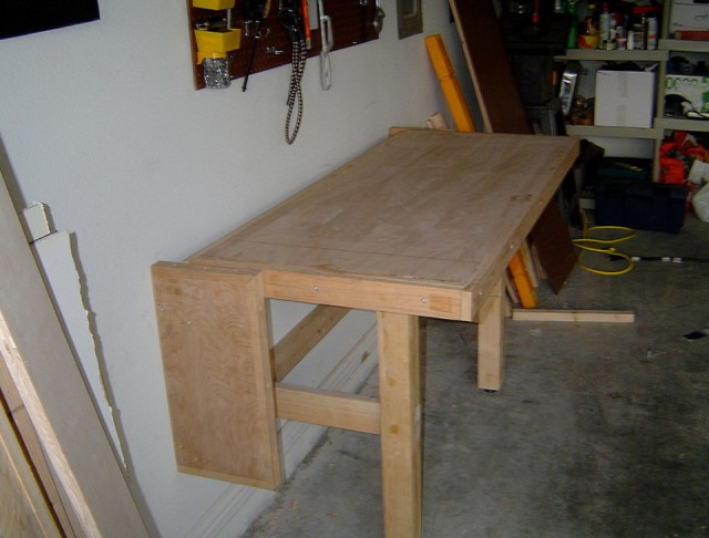 Folding Workbench Design