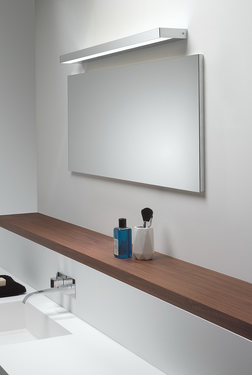 Led Lighted Wall Mirror