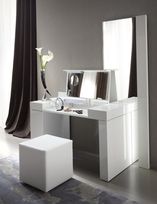 Mirrored Dressing Table Bedroom