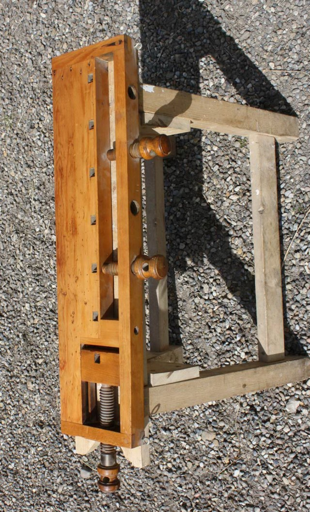 Portable Workbench With Vise