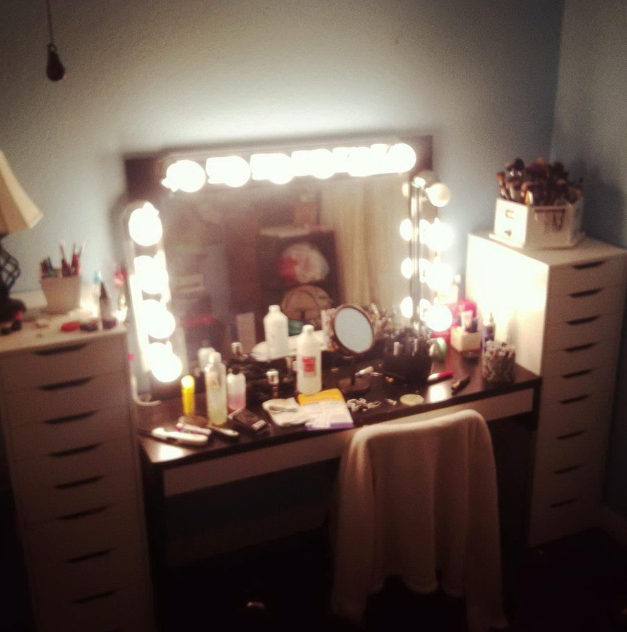 Broadway Lighted Vanity Mirror Cheap