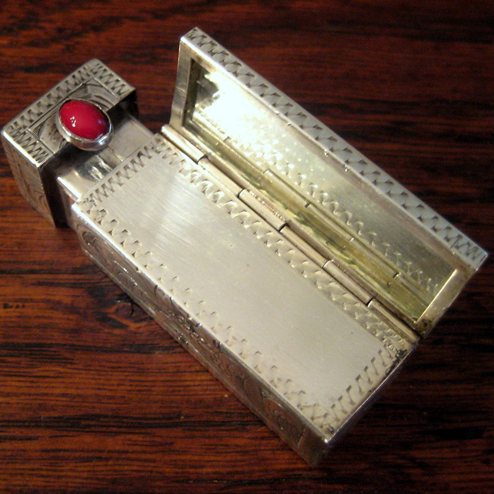 Lipstick Case With Mirror And Light
