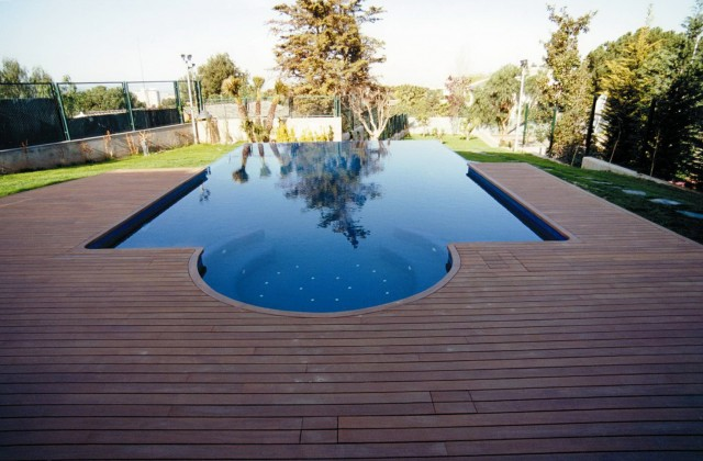 Swimming Pools With Decks