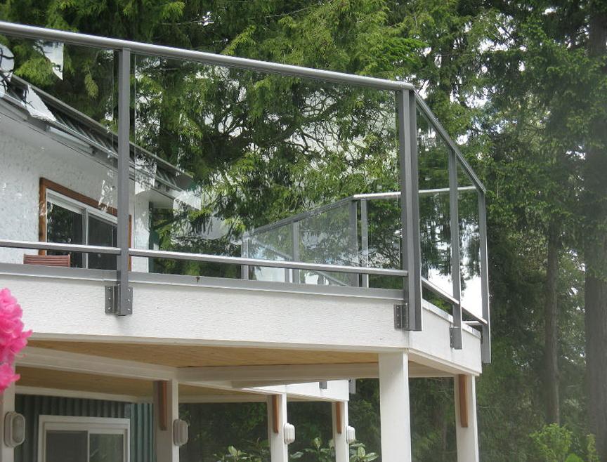 Aluminum Deck Railing With Glass Panels