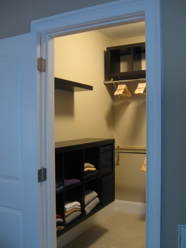 Simple Small Walk In Closet Designs