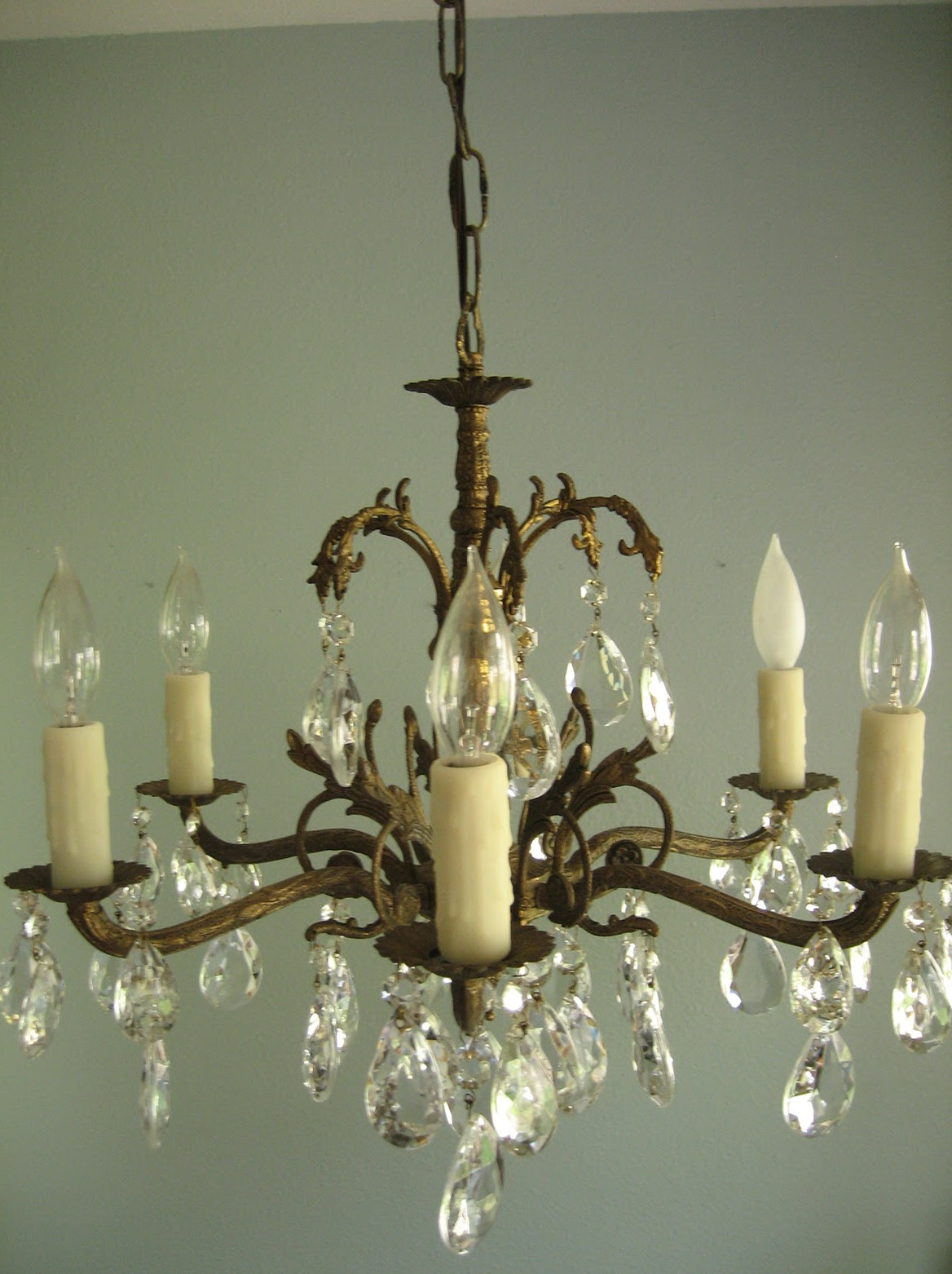 Installing A Chandelier In An Apartment