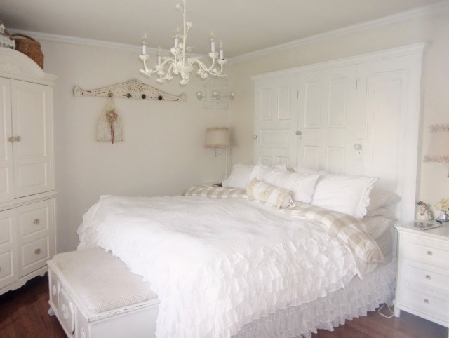 White Chandeliers For Bedrooms