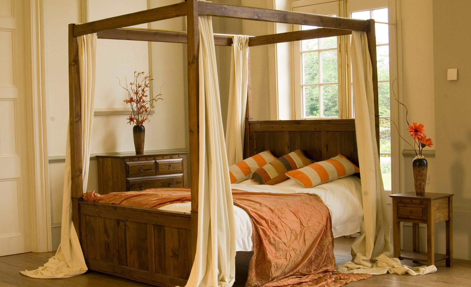 Canopy Bed With Curtains