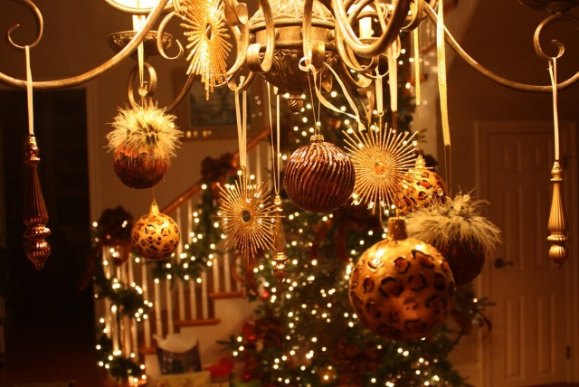 Christmas Decorating Ideas Dining Room Chandelier