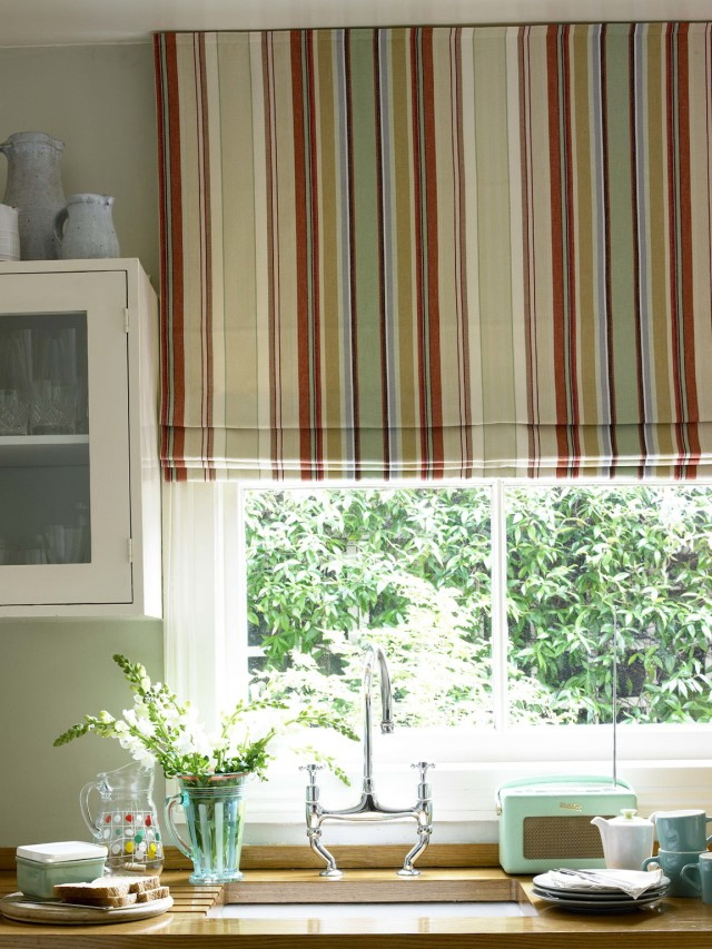 Blinds Or Curtains For Kitchen