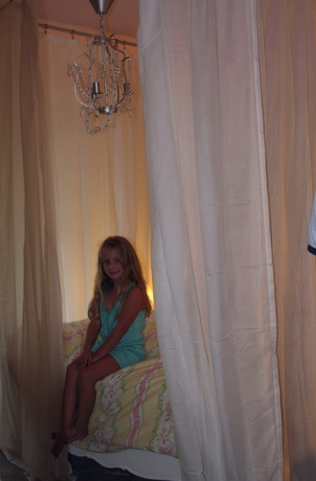 Beds With Curtains Around