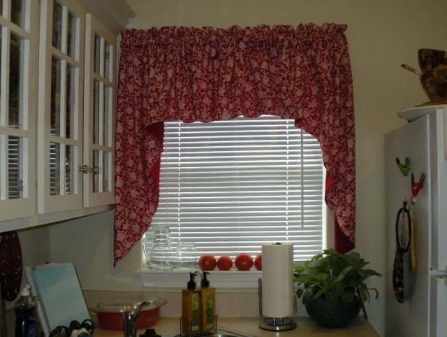 Curtain Ideas For Small Kitchen Windows
