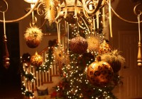 Pictures Of Chandeliers Decorated For Christmas