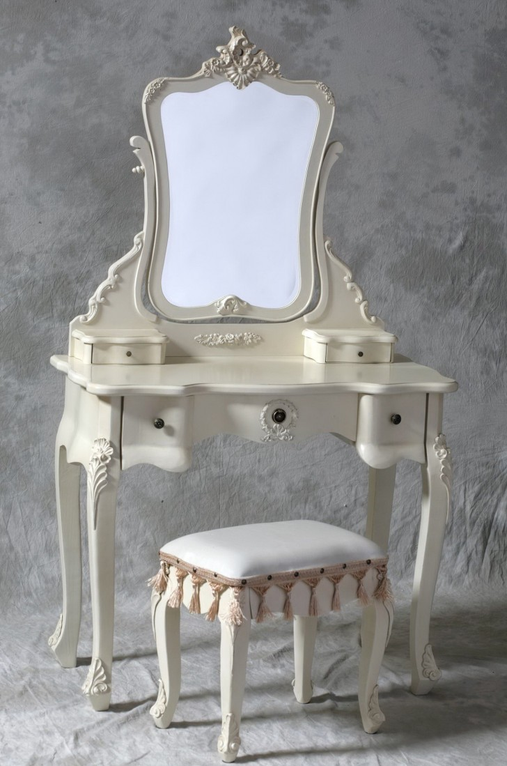 Permalink to Small Mirrored Vanity Table