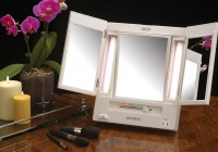 Tri Fold Mirror With Lights