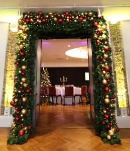 christmas garland door decoration - curious events