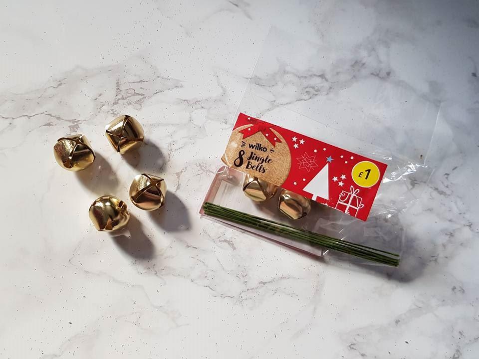 8 gold jingle bells