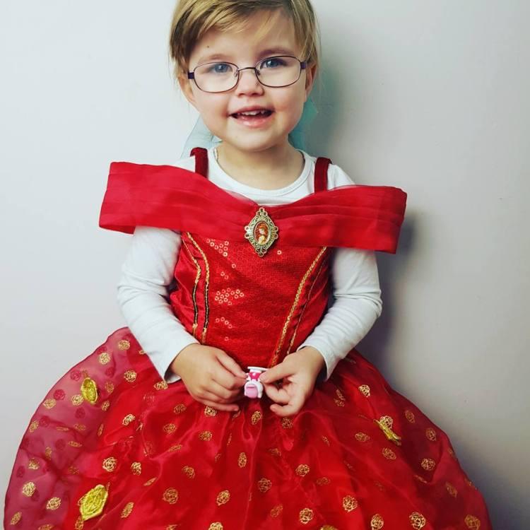 Shaniah wearing belle dress