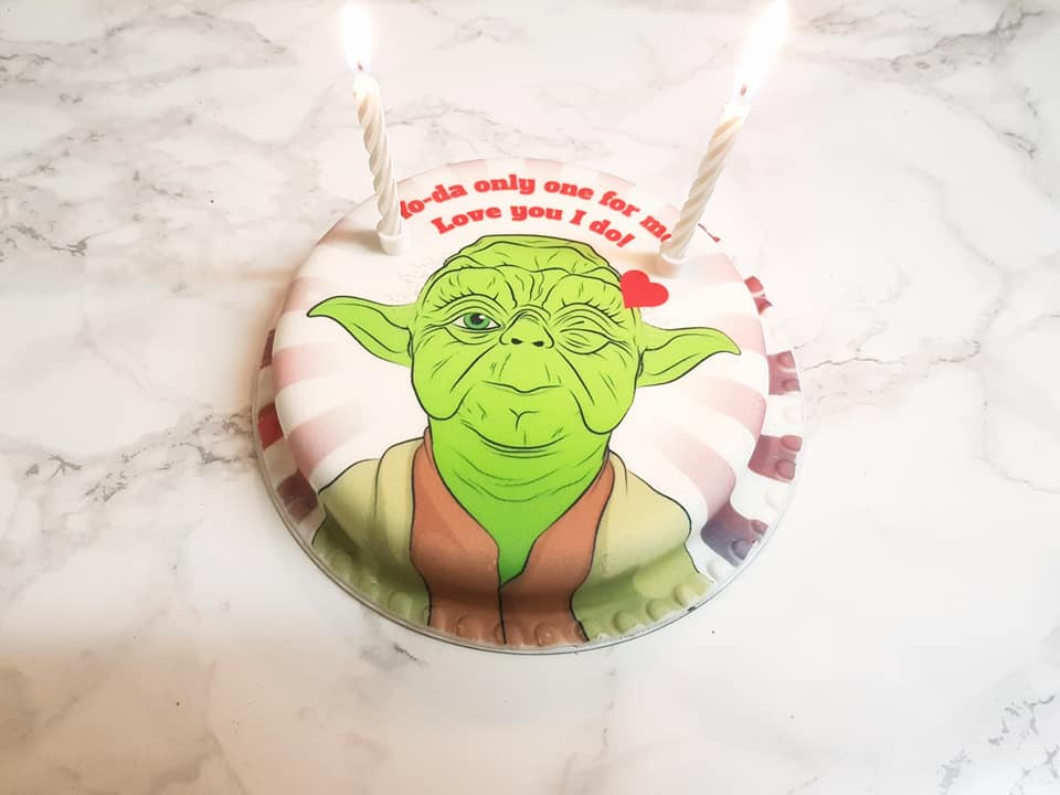 Candles and bakerdays cake